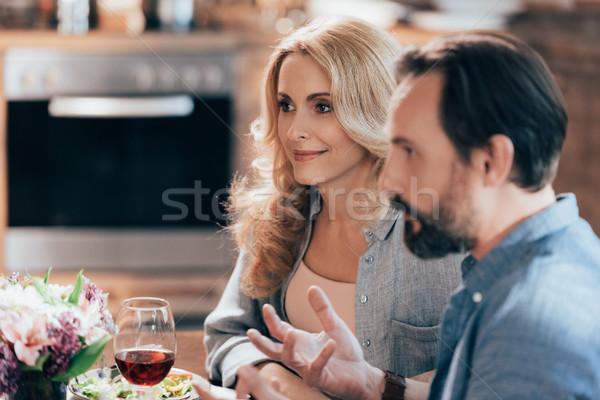 Stockfoto: Paar · praten · diner · glimlachend · volwassen · samen