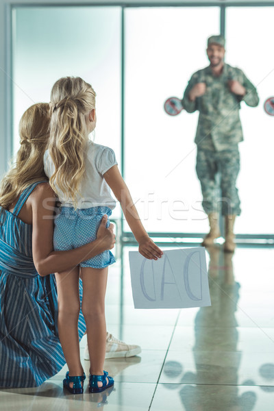 Anya lánygyermek megbeszélés apa repülőtér szelektív fókusz Stock fotó © LightFieldStudios