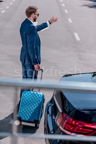 Işadamı bavul iş gezisi takım elbise araba seyahat Stok fotoğraf © LightFieldStudios
