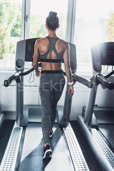 Nő testmozgás futópad hátulnézet kardio tornaterem Stock fotó © LightFieldStudios