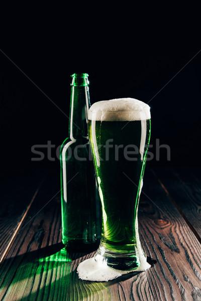 Vetro bottiglia verde birra tavolo in legno festa di San Patrizio Foto d'archivio © LightFieldStudios