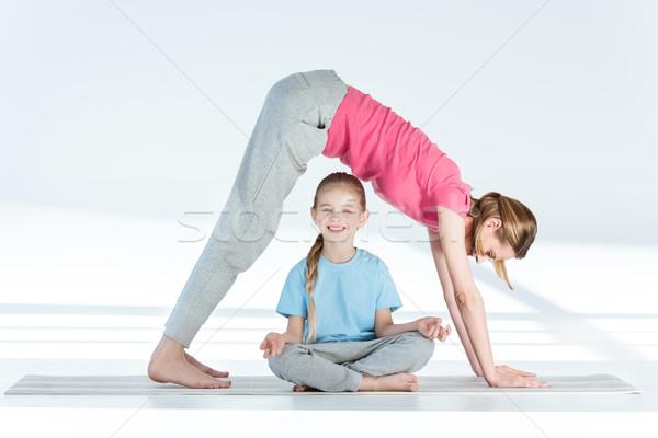 матери йога улыбаясь дочь Сток-фото © LightFieldStudios