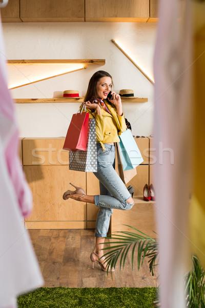 Fille boutique joli jeune femme parler Photo stock © LightFieldStudios