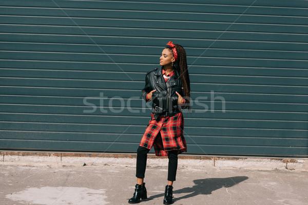 Dziewczyna piękna modny stałego Zdjęcia stock © LightFieldStudios