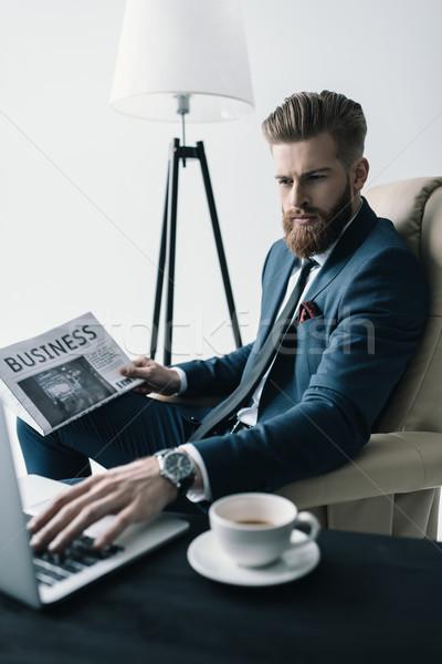 Vista lateral concentrado empresário poltrona trabalhando laptop Foto stock © LightFieldStudios