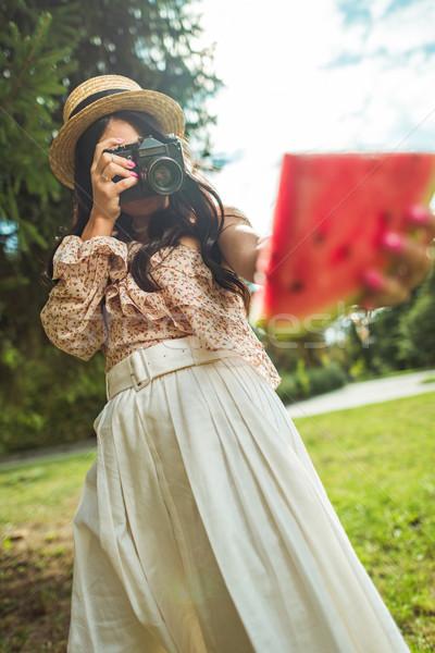 Stock fotó: Lány · fényképezés · görögdinnye · közelkép · kilátás · elegáns