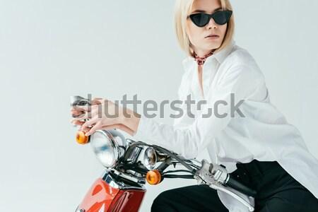 Femme potable whiskey jeune femme lunettes de soleil Photo stock © LightFieldStudios