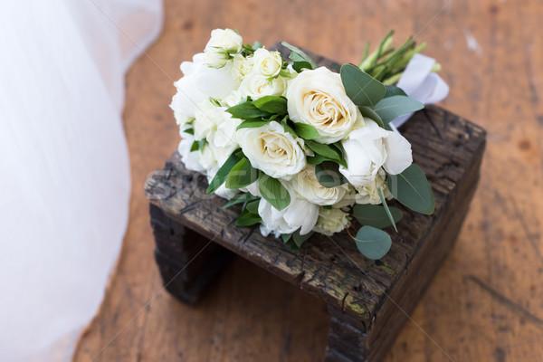 Ramo de la boda blanco rosas stand romántica Foto stock © LightFieldStudios
