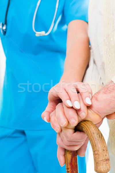 Zaufania opiekun młodych kobiet lekarza pomoc Zdjęcia stock © Lighthunter