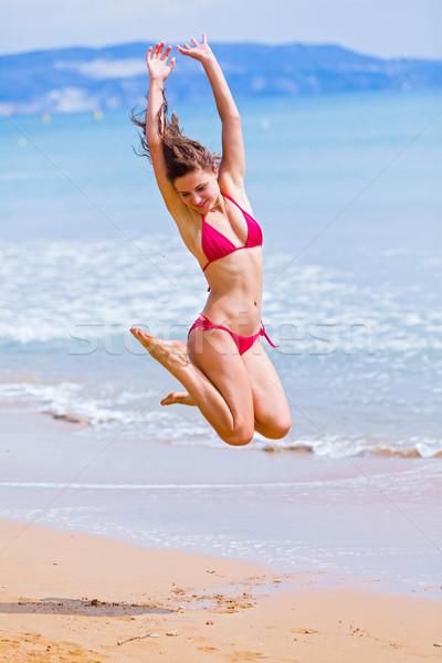 Foto d'archivio: Felicità · sovraccarico · bella · donna · jumping · eccitato · vacanze
