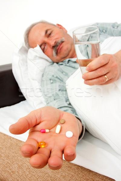 Stok fotoğraf: Hapları · yaşlı · adam · ilaçlar · yatak