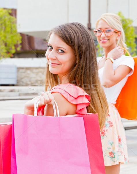 Kadın alışveriş en İyi arkadaşlar birlikte dışarı şehir Stok fotoğraf © Lighthunter