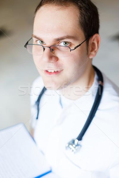 Médico do sexo masculino médico estetoscópio sorridente amavelmente traçar Foto stock © Lighthunter