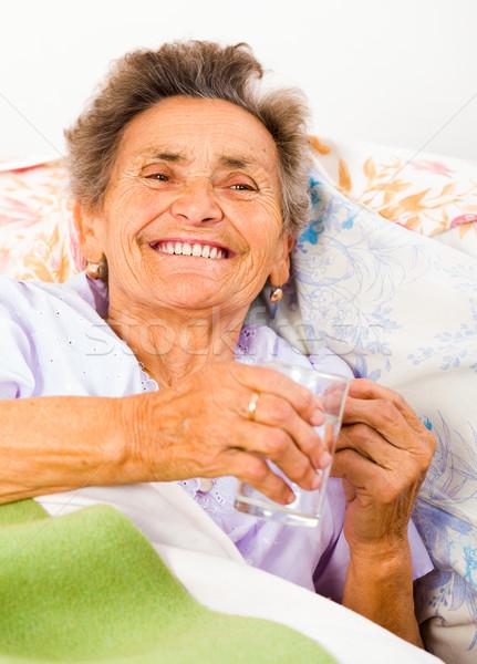 Stock fotó: Idős · ivóvíz · örömteli · hölgy · elvesz · gyógyszer