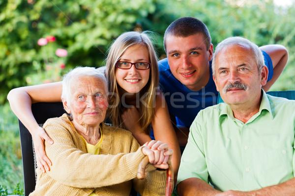 Photo stock: Fils · petits · enfants · granny · famille · heureuse · grand-mère · jardin
