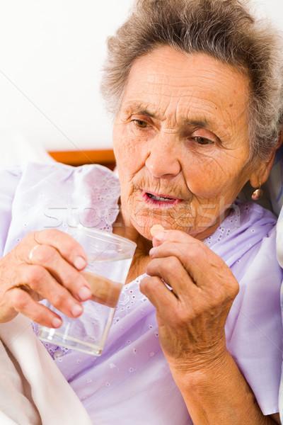Stock fotó: Idős · nő · tabletták · idős · hölgy · elvesz · üveg