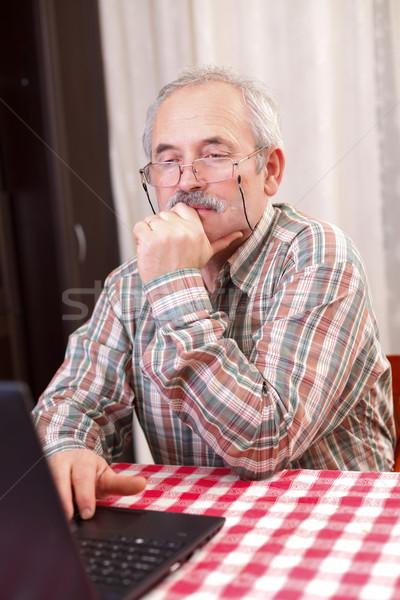 歳の男性 技術 高齢者 男 眼鏡 ラップトップを使用して ストックフォト © Lighthunter