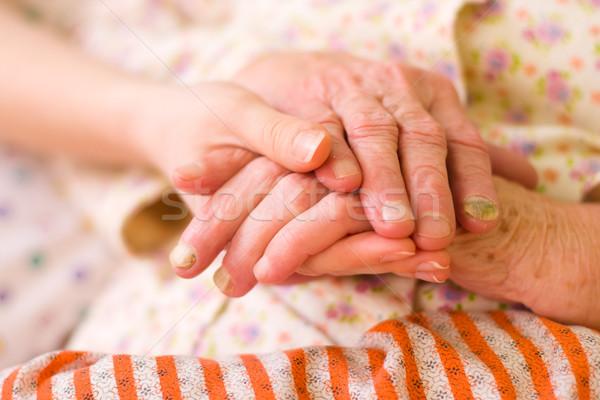 Handen helpen behoeftig jonge hand Stockfoto © Lighthunter