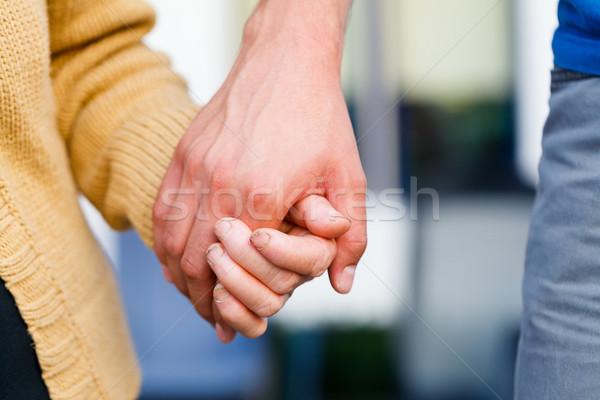 Tart idősebb idős kezek fiatal gondoskodó Stock fotó © Lighthunter