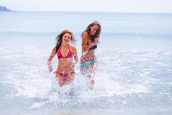 Fut tengerpart gyönyörű nők mediterrán tenger Stock fotó © Lighthunter