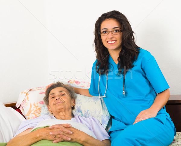 Nővér gondoskodó idősebb mosolyog beteg öregek otthona Stock fotó © Lighthunter