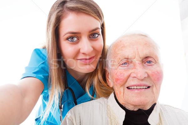 Hospital idoso paciente jovem médico confirmação Foto stock © Lighthunter