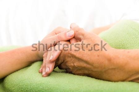 Krank ältere Bein Arzt Krankenschwester halten Stock foto © Lighthunter