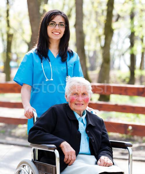 Stock fotó: Nővér · idős · hölgy · tolószék · gyönyörű · orvos
