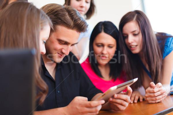 Osztálytársak új tabletta fiú egyéb néz Stock fotó © Lighthunter