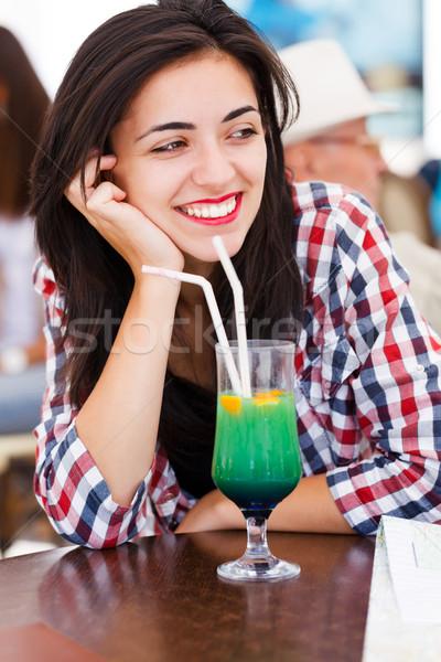 Hermosa sonrisa relajante belleza bar cóctel Foto stock © Lighthunter