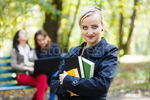 Foto stock: Nina · libros · hermosa · estudiante · ninas · Universidad