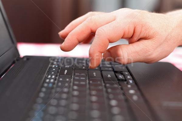 歳の男性 ノートパソコン 高齢者 男性 手 プッシング ストックフォト © Lighthunter