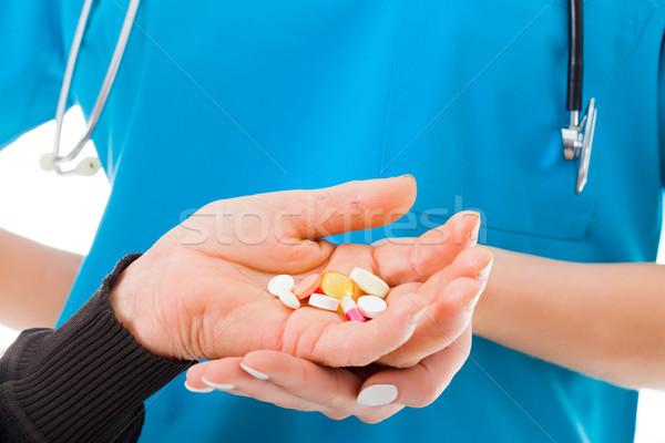 Nagy mennyiség vényköteles gyógyszerek idős kezek tart Stock fotó © Lighthunter