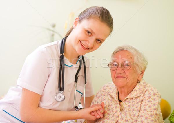 молодые врач медсестры пожилого больным женщину Сток-фото © Lighthunter