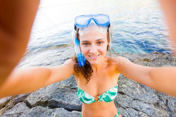 Jókedv gyönyörű nő elvesz okostelefon tenger snorkeling Stock fotó © Lighthunter