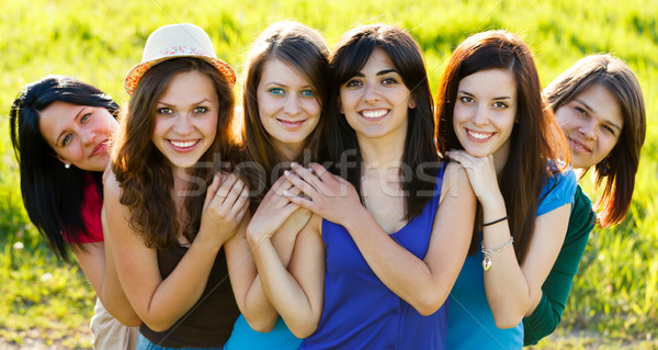 étroite amis belle femmes ensemble souriant Photo stock © Lighthunter