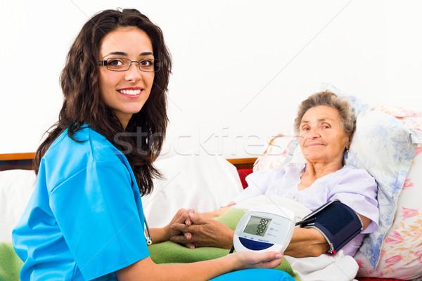 Pressione sanguigna infermiera anziani home donne Foto d'archivio © Lighthunter