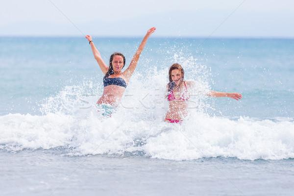 Foto stock: Oceano · dois · morena · mulheres · bronzeado