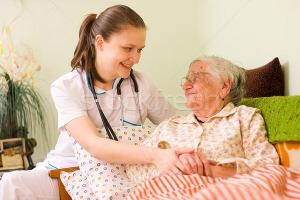 Ayudar enfermos jóvenes médico enfermera Foto stock © Lighthunter