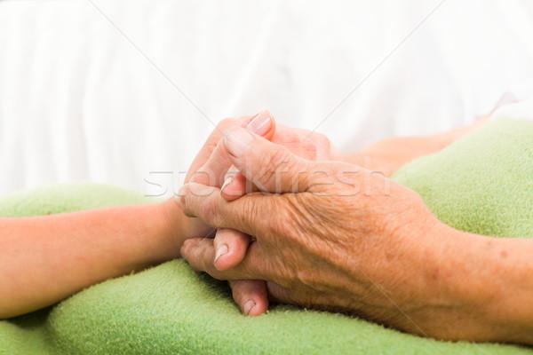 Gondoskodó nővér kéz a kézben egészségügy tart idős Stock fotó © Lighthunter