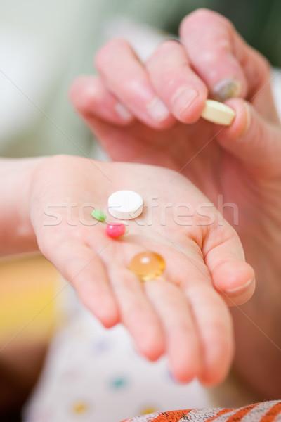 Velha jovem médico drogas vitaminas vidro Foto stock © Lighthunter