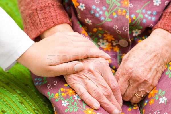 Ayudar necesitado médico edad mano Foto stock © Lighthunter