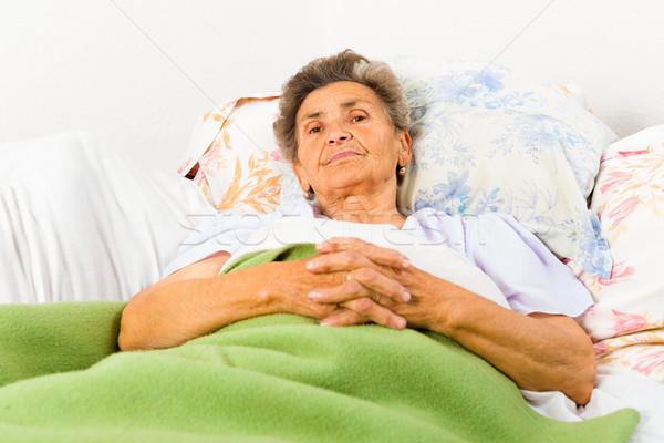 старший безмятежный женщину кровать домой Сток-фото © Lighthunter