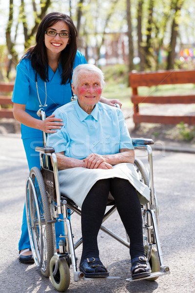 Speciaal zorg faciliteit ouderen arts verpleegkundige Stockfoto © Lighthunter
