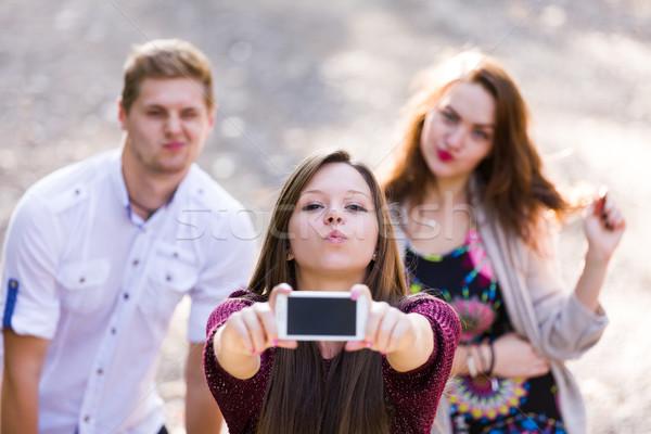 Jeunes groupe adolescents jouer autour Photo stock © Lighthunter