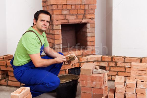 Maçonnerie travailleur bâtiment cheminée rustique traditionnel Photo stock © lightkeeper