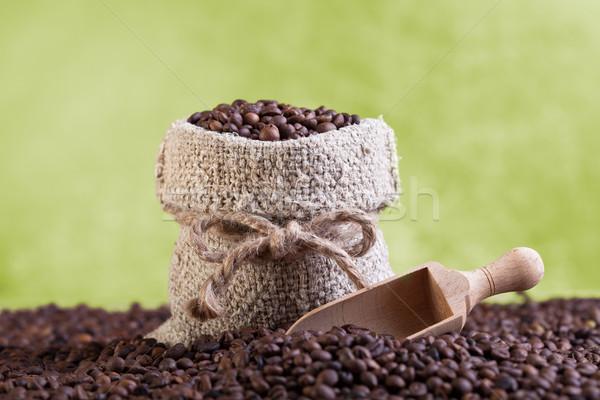 Fresco grãos de café pano de saco saco escavar Foto stock © lightkeeper