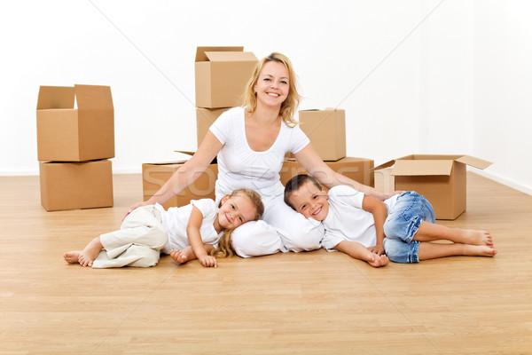 Сток-фото: женщину · дети · новых · большой · домой · новый · дом