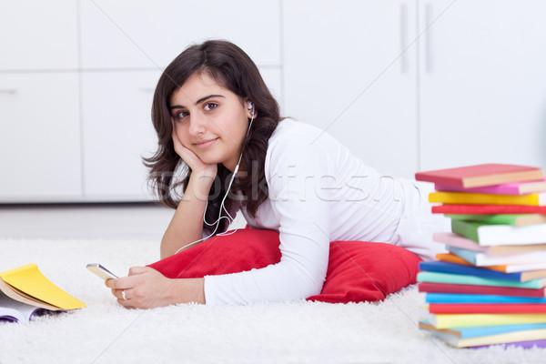 Elvesz törik tanul tinédzser lány zenét hallgat Stock fotó © lightkeeper