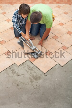 Laying ceramic floor tiles